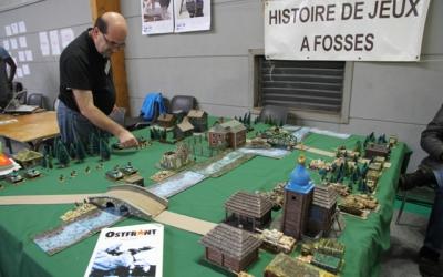 Au stand de l'association Histoire de Jeux à Fosses.