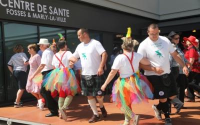 Danses écossaises devant le centre de santé Fosses-Marly lors de la fête de la ville de Fosses le 22 juin 2019.