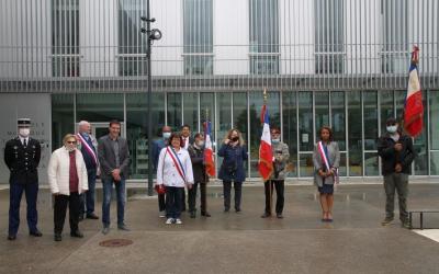 Les élus présents, les porte-drapeaux de la Fnaca et la Gendarmerie