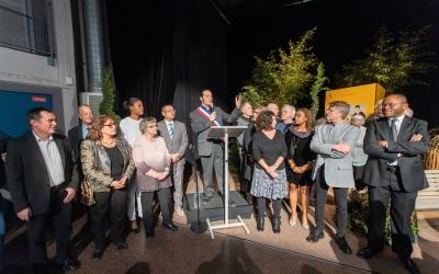 Les élus de Fosses se rassemblent autour du maire, Pierre Barros.