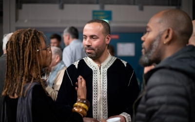 Dialogue entre élue, Jeannick Solitude, et commerçants, Hassane El Battar, boucher.